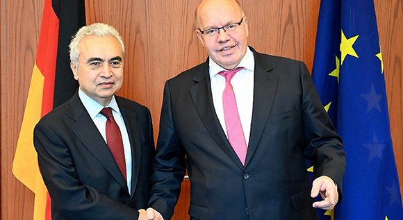 Dr. Fatih Birol and Bundesminister Altmaier during the conference.