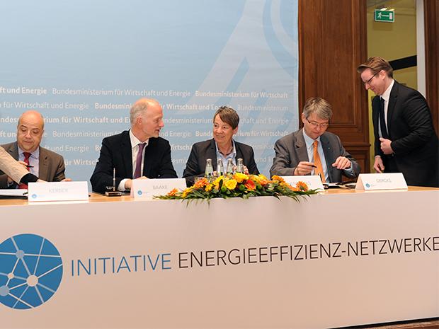 Die Unterzeichnung der Vereinbarung zur Initiierung von 500 Energieeffizienz-Netzwerken sei ein großer Schritt für mehr Klimaschutz in der deutschen Wirtschaft, so Barbara Hendricks; Quelle: BMWi/Susanne Eriksson