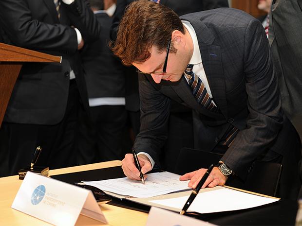 Die unterzeichnenden Verbände und Organisationen der Wirtschaft haben zugesagt, die Verbreitung von Energieeffizienz-Netzwerken bei den Unternehmen über die gesamte Laufzeit der Vereinbarung zu fördern; Quelle: BMWi/Susanne Eriksson